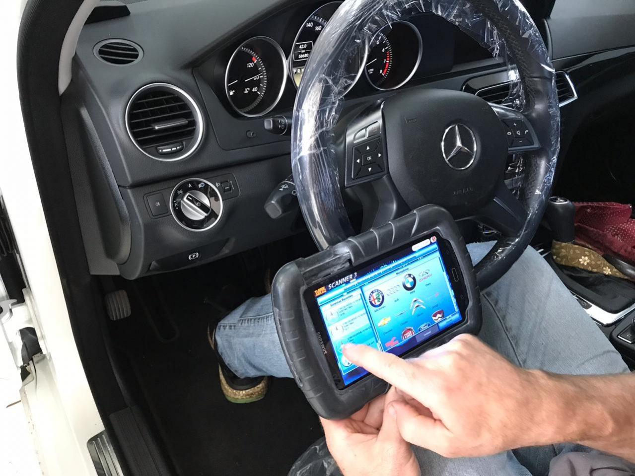 Talento-automotivo-cascavel-pr-mercedes-benz-c180-interior